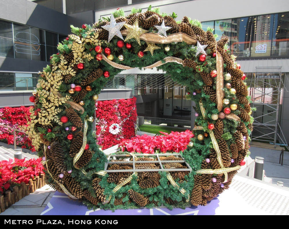 Pine Cone wreath display, Metro Plaza, Hong Kong